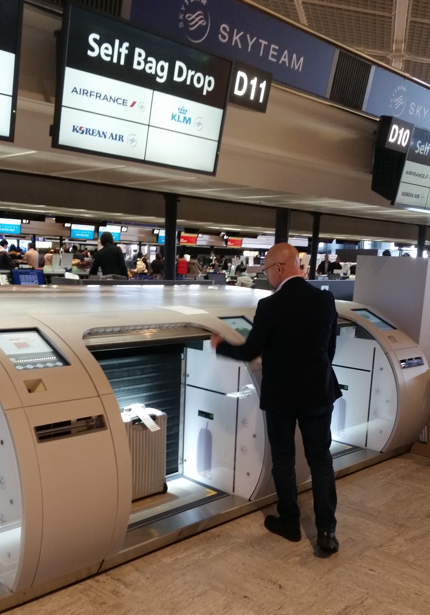 Narita airport debuts self service baggage drop machines